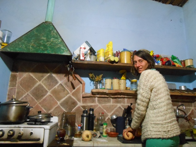 Eva preparando un rico dulce de zapallo agroecológico